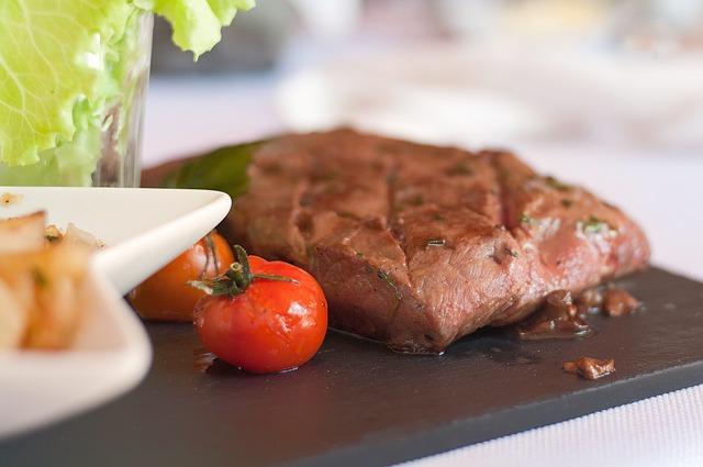 イノシトールを多く含む牛肉、トマト
