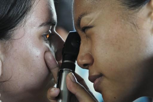 optometrist-91750_640
